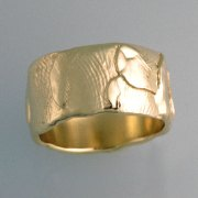 Bands 3-9: Finger print impressions in yellow gold