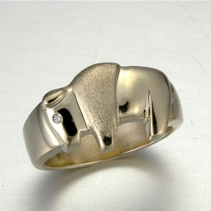 14kt. Yellow Gold ring with diamond eye