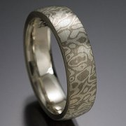Seamless Mokeme Gane Woodgrain pattern in 14kt. palladium and White Gold lining, flat band style