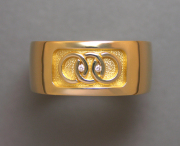 14karat Yellow gold band with interlocking rings, small Diamond
