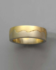 18k Yellow gold and White gold closed Wave band