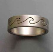 14k White gold Wave band