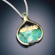 Necklace 2-4: Black opal with mountains and an emerald in yellow gold
