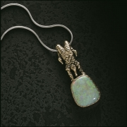 Necklace 2-9: Jester holding an opal in yellow gold