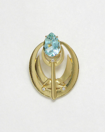 14kt. yellow gold and aquamarine brooch
